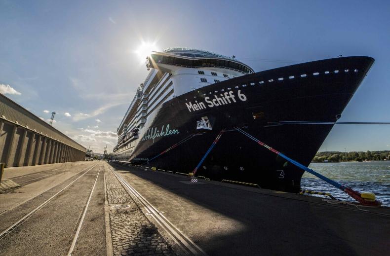 Luksusowy Mein Schiff 6 ponownie w Gdyni. Prawie 300-metrowy kolos to nowość wśród wycieczkowców (foto, wideo) - GospodarkaMorska.pl
