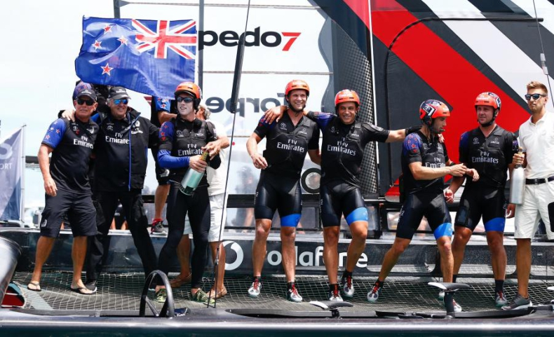 Puchar Ameryki – żeglarze Emirates Team New Zealand zdobyli trofeum - GospodarkaMorska.pl