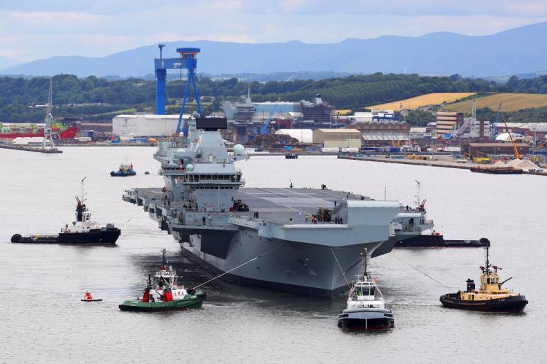 Wielka Brytania: Lotniskowiec HMS Queen Elizabeth opuścił port macierzysty - GospodarkaMorska.pl