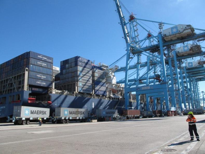 Hiszpańscy dokerzy porozumieli się z przedstawicielami portów - GospodarkaMorska.pl