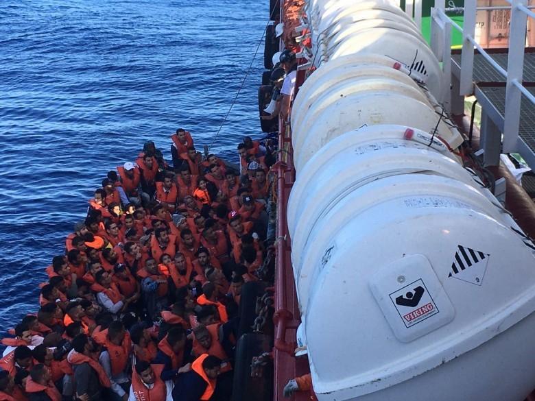 Francja, Niemcy i Włochy chcą kodeksu postępowania NGO w sprawie migrantów - GospodarkaMorska.pl