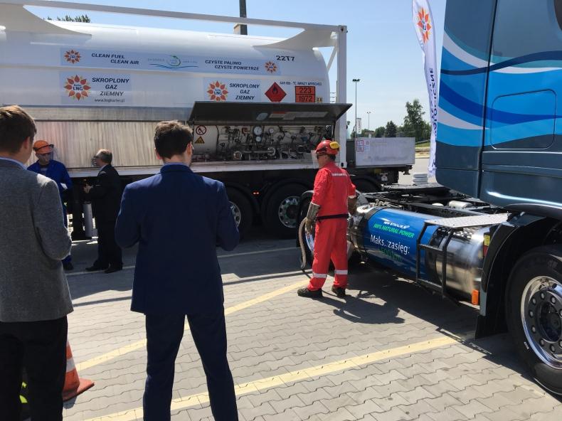 Testy LNG w transporcie ciężarowym - GospodarkaMorska.pl