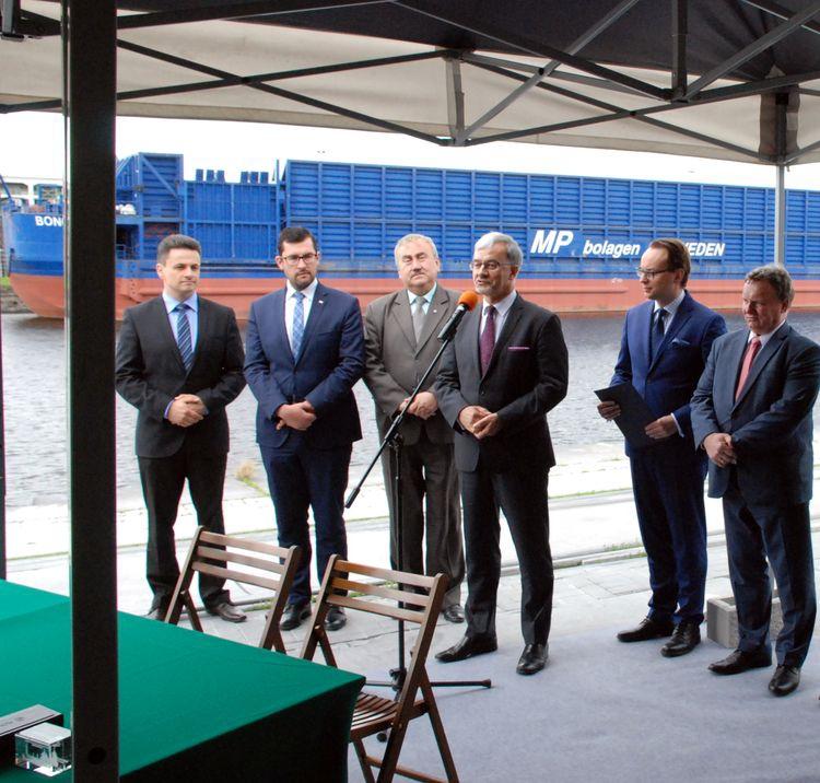Będą modernizowane szlaki kolejowe do portów morskich w Szczecinie i Świnoujściu - GospodarkaMorska.pl