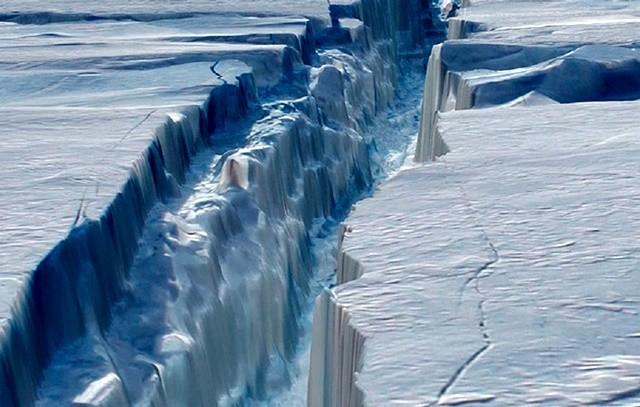 Góra lodowa wielkości amerykańskiego stanu dryfuje po Morzu Weddella - GospodarkaMorska.pl