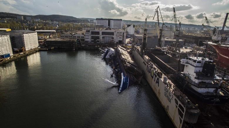 Podniesiono dok częściowo zatopiony w SR Nauta - GospodarkaMorska.pl