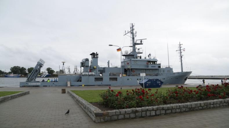 Niemiecki okręt z wizytą w gdyńskim porcie (foto, wideo) - GospodarkaMorska.pl
