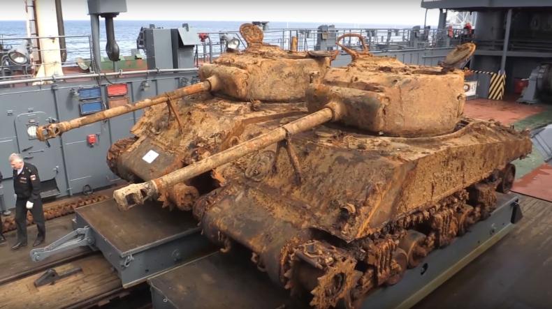 Z dna morza Barentsa wyciągnięto dwa amerykańskie czołgi (wideo) - GospodarkaMorska.pl