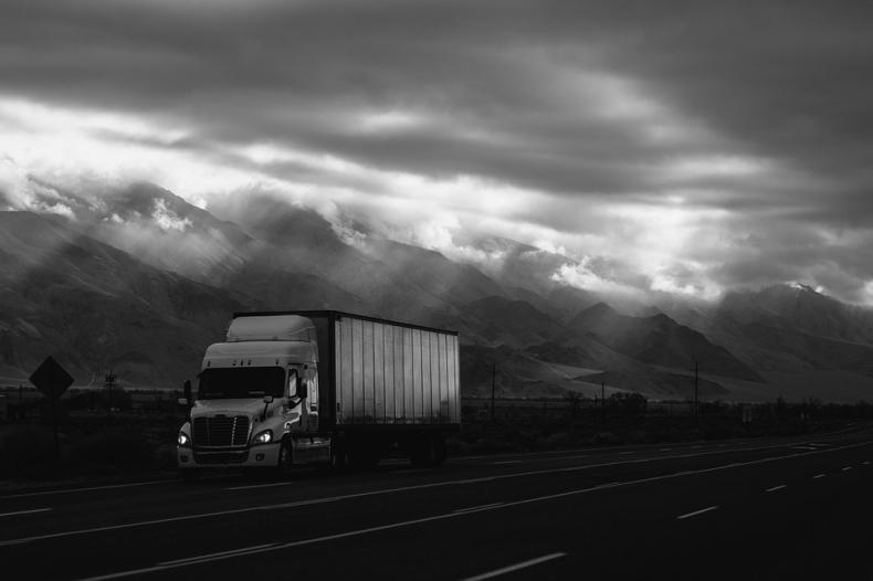 Brak kierowców i unijny pakiet drogowy największymi zagrożeniami dla firm transportowych - GospodarkaMorska.pl