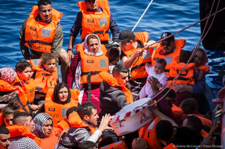 Włochy: Uchwała rządu ws. wsparcia Libii w walce z przemytem migrantów - GospodarkaMorska.pl