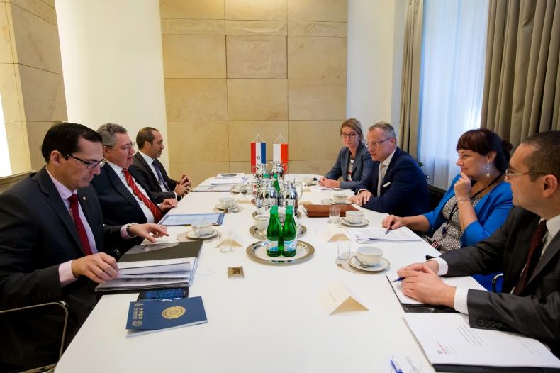 Konsultacje polsko-paragwajskie w Warszawie - GospodarkaMorska.pl