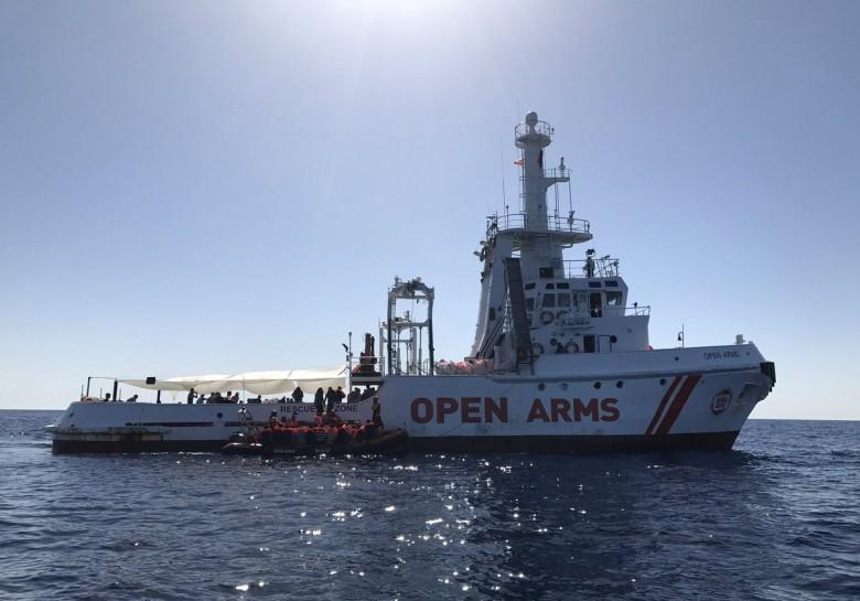 Włochy: Władze zajęły statek NGO ratujący migrantów - GospodarkaMorska.pl