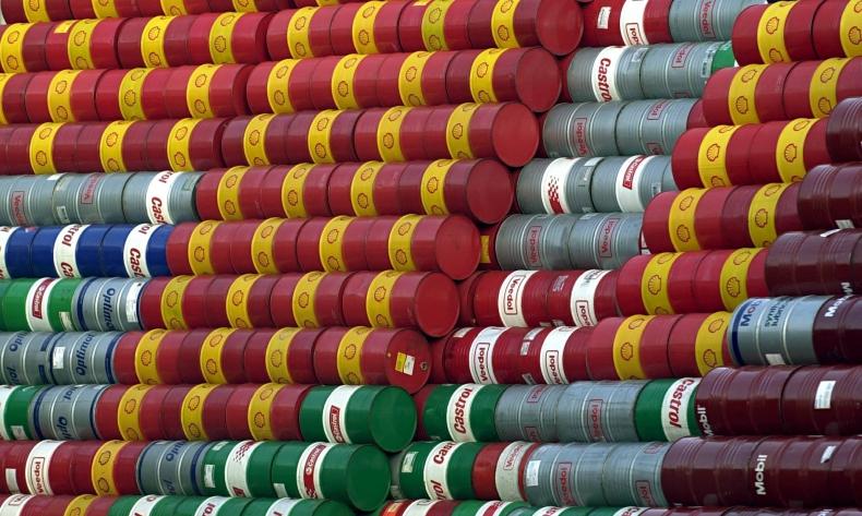 Ropa na niewielkim minusie, rynek czeka na wyniki spotkania OPEC i Rosji - GospodarkaMorska.pl