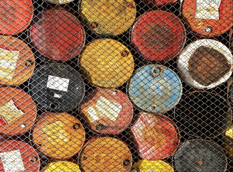 Ropa na minusie; EIA podnosi w górę prognozy wydobycia surowca w USA - GospodarkaMorska.pl