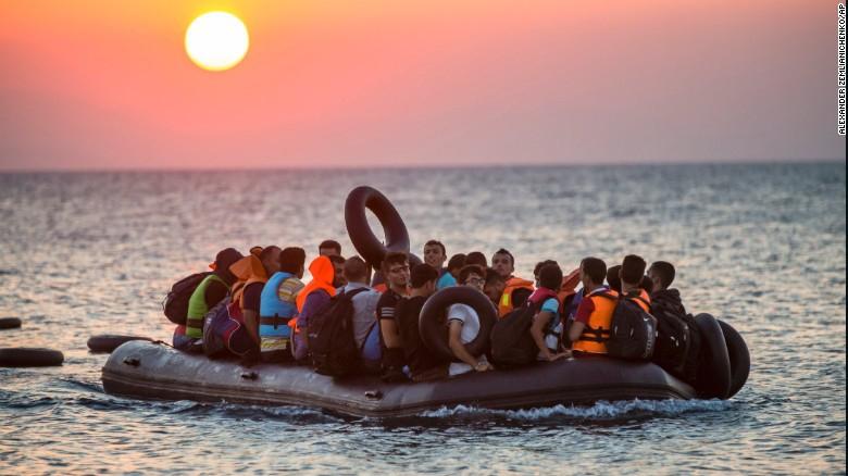 Na Morzu Śródziemnym uratowano 339 migrantów - GospodarkaMorska.pl