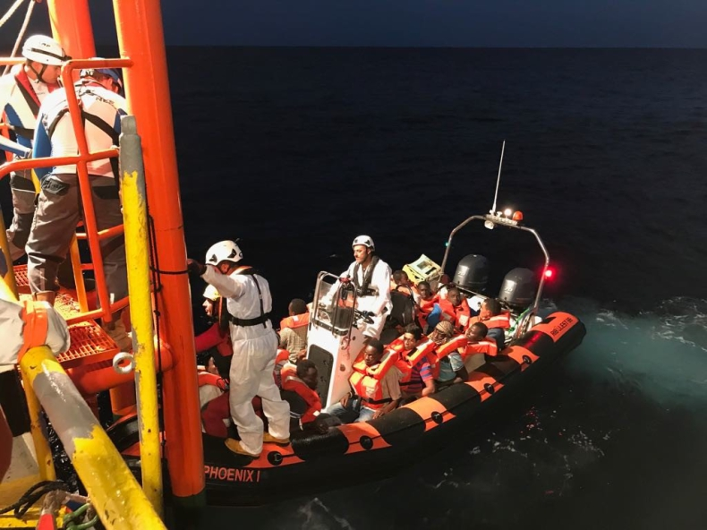 Włochy/ Szef MSW: UE chciała finansować ośrodki internowania dla migrantów - GospodarkaMorska.pl