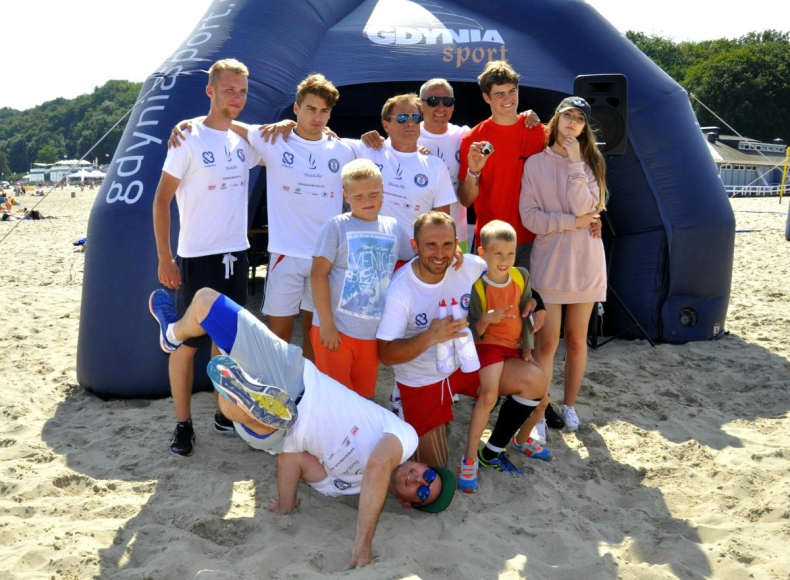 Przebiegł całe wybrzeże w szczytnym celu - GospodarkaMorska.pl