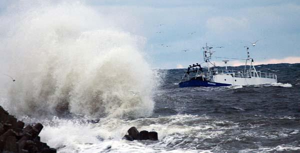 IMGW ostrzega o sztormach na Wybrzeżu - GospodarkaMorska.pl