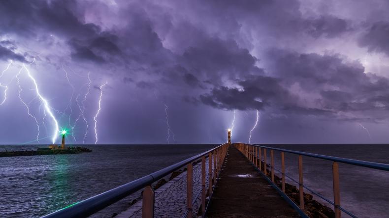 IMGW: ostrzeżenie o burzach nad morzem - GospodarkaMorska.pl