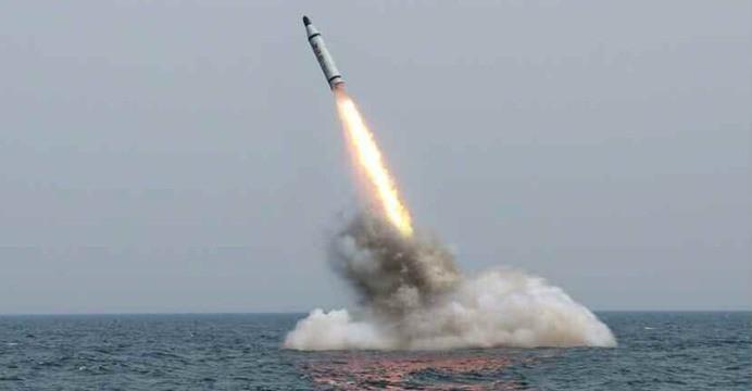 Korea Północna: Kolejna próba balistyczna; wystrzelono trzy rakiety krótkiego zasięgu - GospodarkaMorska.pl