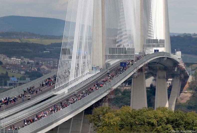 Wielka Brytania: Królowa otworzyła nowy most wantowy w Szkocji - GospodarkaMorska.pl