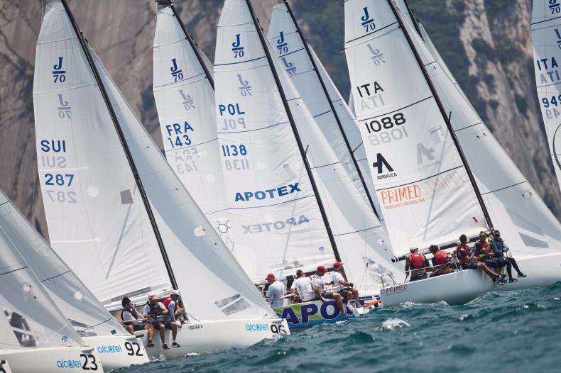 Polskie załogi na mistrzostwach świata J70 we Włoszech - GospodarkaMorska.pl