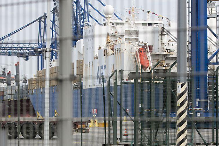 Statek z amerykańskim sprzętem wojskowym już w gdańskim terminalu DCT - GospodarkaMorska.pl