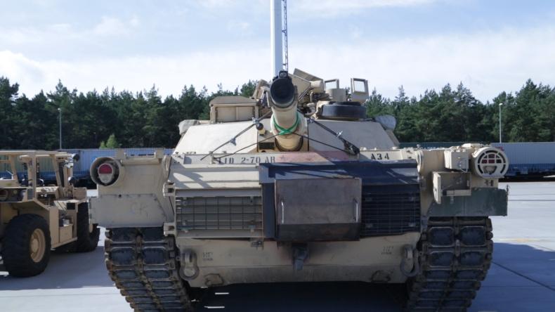 Amerykanie rozładowują sprzęt wojskowy w gdańskim porcie (foto, wideo) - GospodarkaMorska.pl