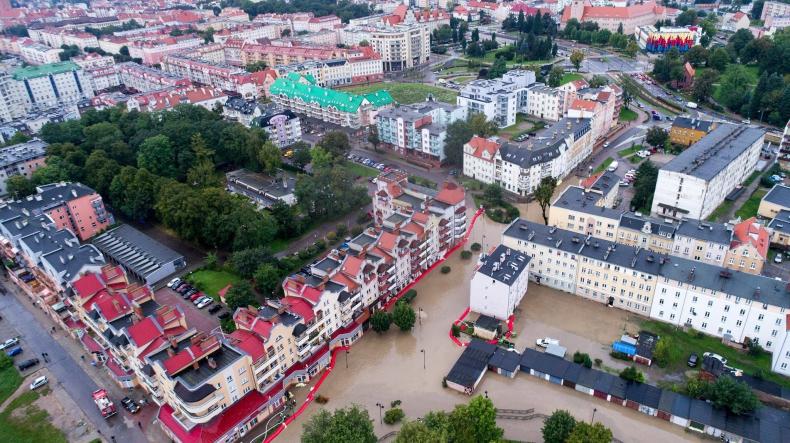 Elbląg: Woda opada, strażacy monitorują rzekę Wąską - GospodarkaMorska.pl