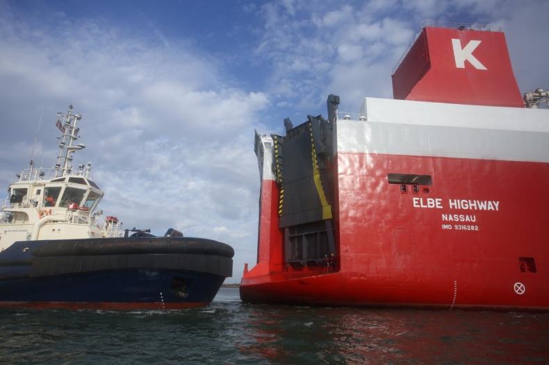 Aktywiści Greenpeace wdarli się na statek z samochodami Volkswagena (wideo) - GospodarkaMorska.pl