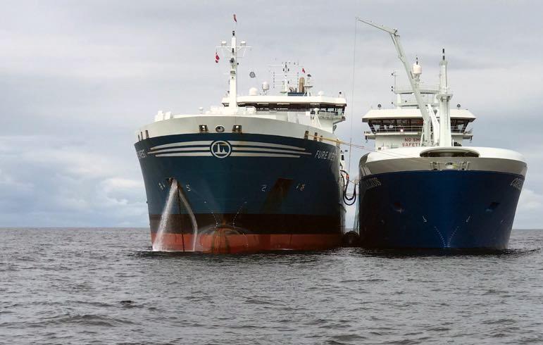 Wybudowana w Polsce jednostka przeprowadziła pierwszy transfer LNG ze statku na statek - GospodarkaMorska.pl
