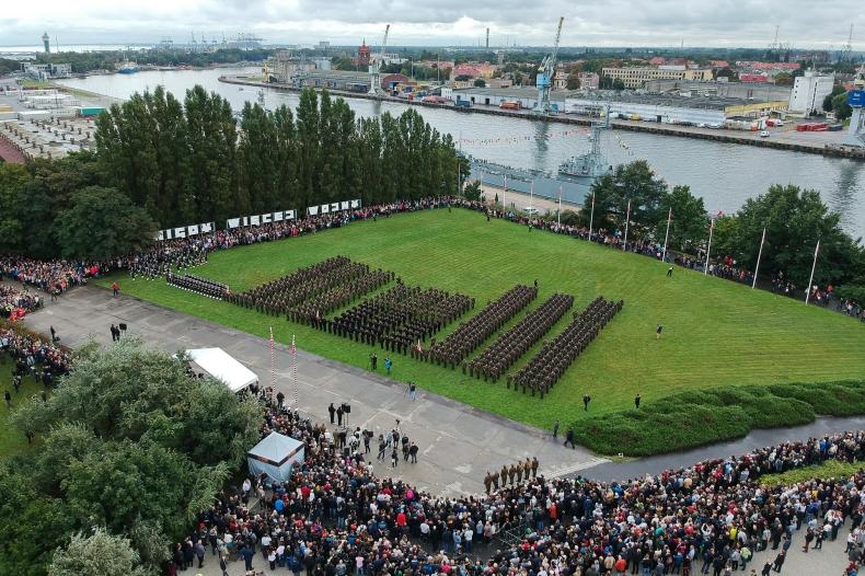 Gdańsk: 700 podchorążych złożyło przysięgę wojskową na Westerplatte - GospodarkaMorska.pl