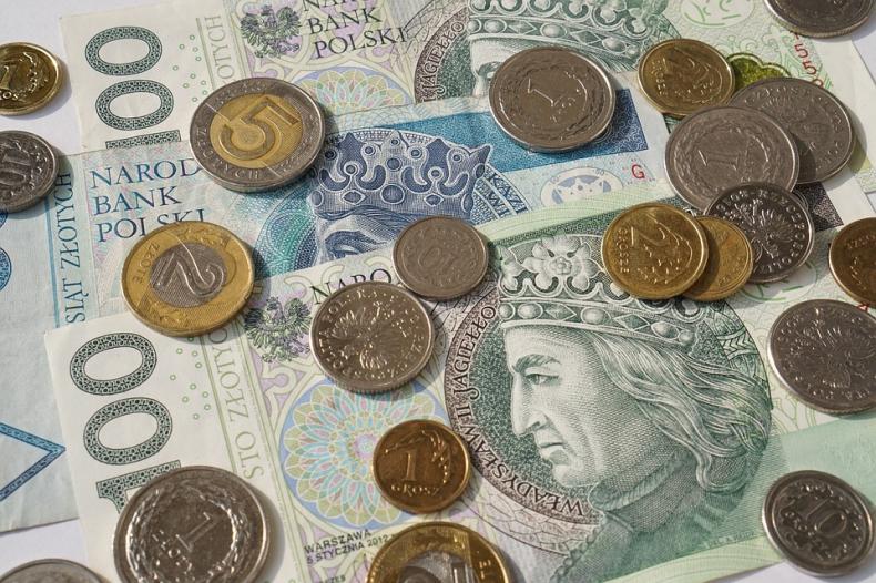 Złoty pod presją komentarzy z Fed i EBC; na FI odreagowanie przeceny - GospodarkaMorska.pl