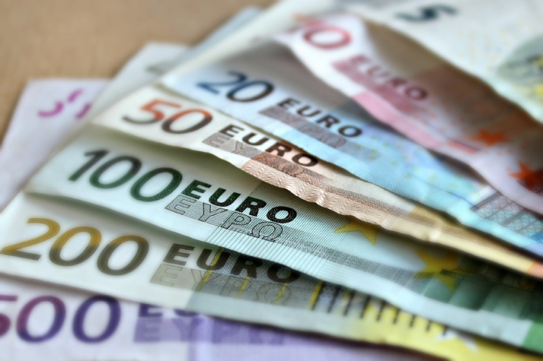 Optymizm Rezerwy Federalnej i wynik wyborów w Niemczech ograniczają zyski euro - GospodarkaMorska.pl
