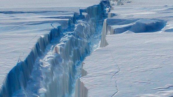Ogromna bryła lodu oderwała się od lodowca. Ma ponad 100 kilometrów kwadratowych - GospodarkaMorska.pl