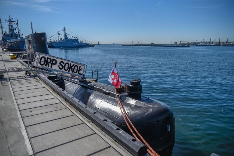 Gdynia: ORP Sokół kończy służbę w Marynarce Wojennej (foto) - GospodarkaMorska.pl