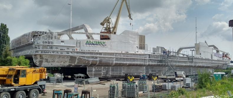 Zwodowano najnowocześniejszy i największy na świecie kadłub aluminiowy - GospodarkaMorska.pl