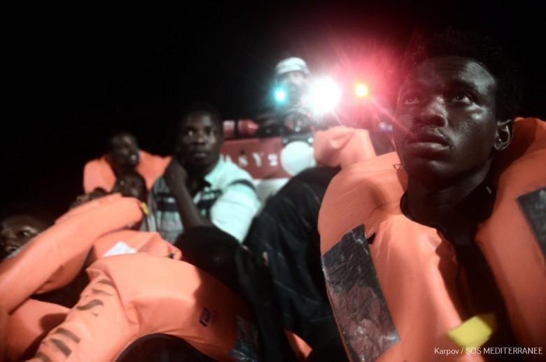 UE chce zerwać z polityką przyjmowania migrantów ze statków - GospodarkaMorska.pl