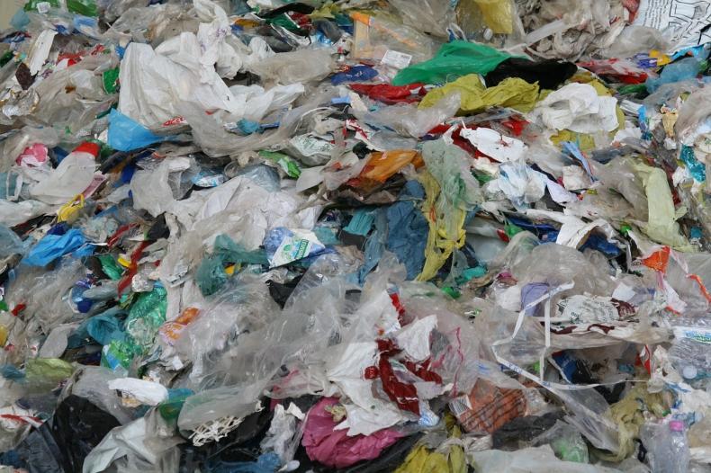Indie: W stanie Maharasztra za używanie toreb z plastiku do 370 dolarów kary - GospodarkaMorska.pl