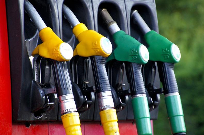 Analitycy: Jest szansa na dalsze, ale niewielkie obniżki cen paliw - GospodarkaMorska.pl