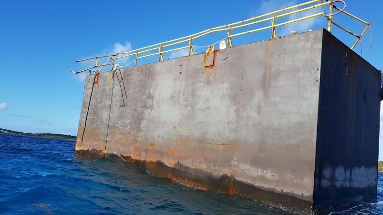 Fragment suchego doku już ponad rok dryfuje po Atlantyku. Odnalazł się na Bahamach (wideo) - GospodarkaMorska.pl