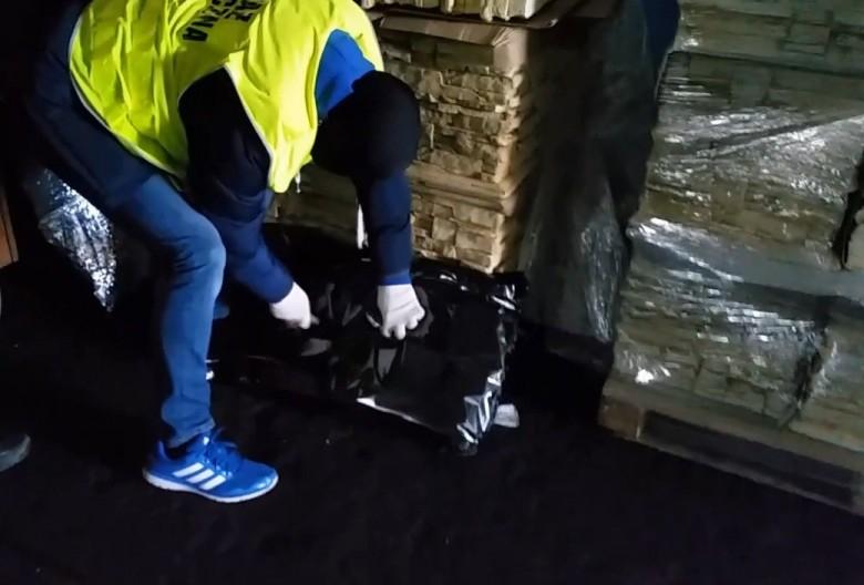 Gdańsk: 53-latek zatrzymany przez funkcjonariuszy Morskiej Straży Granicznej oskarżony o przemyt 80 kg marihuany - GospodarkaMorska.pl