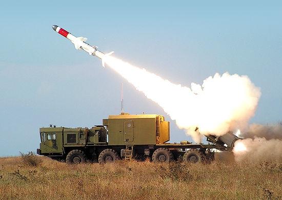 Rosyjskie media: do Kerczu na Krymie przewożone są systemy rakietowe Bał (wideo) - GospodarkaMorska.pl