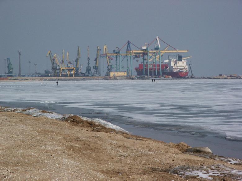 Ukraina/Wiceminister: Stan wojenny nie wpływa na dostawy zbóż z portów nad Morzem Azowskim - GospodarkaMorska.pl