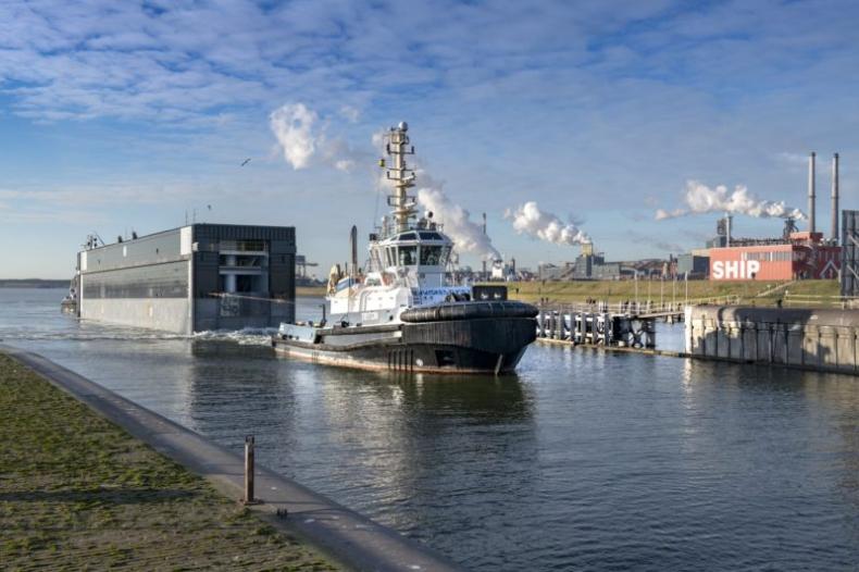 Pierwsza brama do największej na świecie śluzy wodnej dotarła do Holandii - GospodarkaMorska.pl