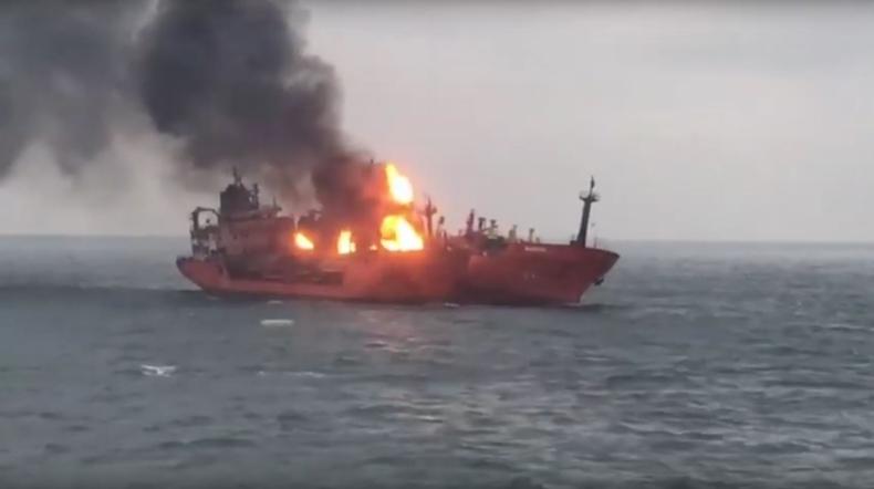 Na Morzu Czarnym od tygodnia płoną dwa gazowce (wideo) - GospodarkaMorska.pl