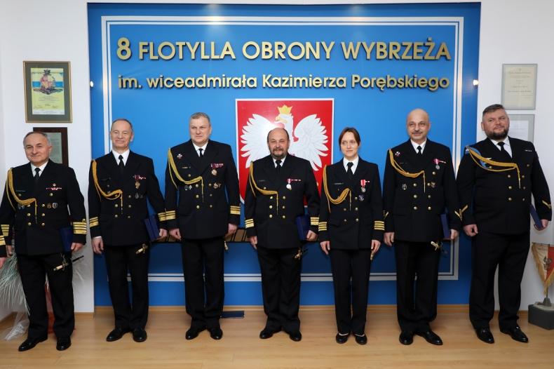 Pożegnanie z marynarskim mundurem - GospodarkaMorska.pl
