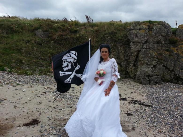 Amanda Sparrow Large rozwodzi się z duchem haitańskiego pirata (wideo) - GospodarkaMorska.pl
