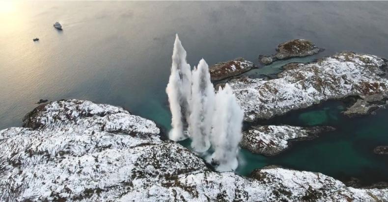 Zdetonowano wszystkie torpedy z zatopionej norweskiej fregaty KNM Helge Ingstad (wideo) - GospodarkaMorska.pl