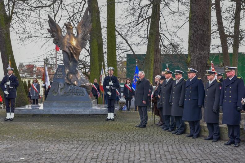 Marynarze uczcili pamięć żołnierzy Armii Krajowej - GospodarkaMorska.pl
