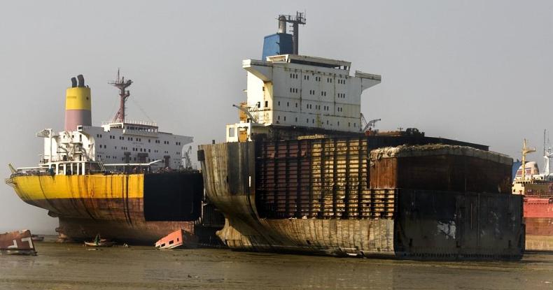 Dwóch pracowników bangladeskiej stoczni złomującej zginęło w czasie rozbiórki tankowca - GospodarkaMorska.pl
